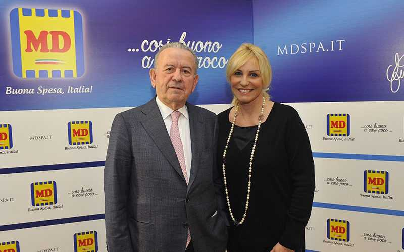 Cav. Patrizio Podini e la nuova testimonial MD Antonella Clerici