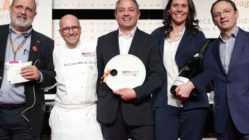 Paolo Marchi, Heinz Beck, Marco Reitano, Camilla Lunelli, Simone Pinoli alla consegna del premio Identità di Sala