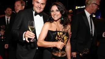 Le bollicine Ferrari brindano agli Emmy® Awards. Nella foto Matteo Lunelli e Julia Louis Dreyfus