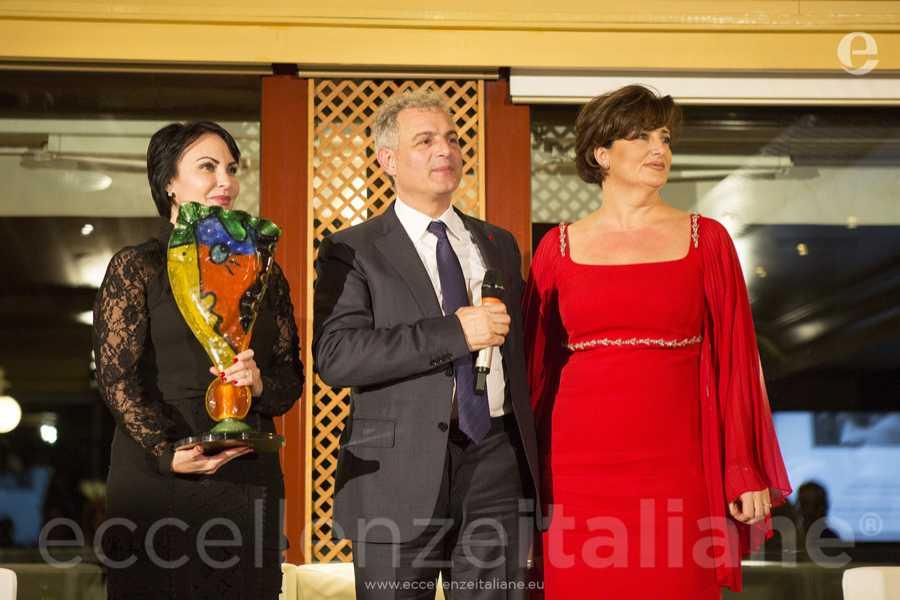 Daniela Rambaldi col premio eccellenze italiane, Piero Muscari e Anna Campanile