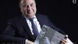 Patrizio Bof con il premio di Eccellenze Italiane