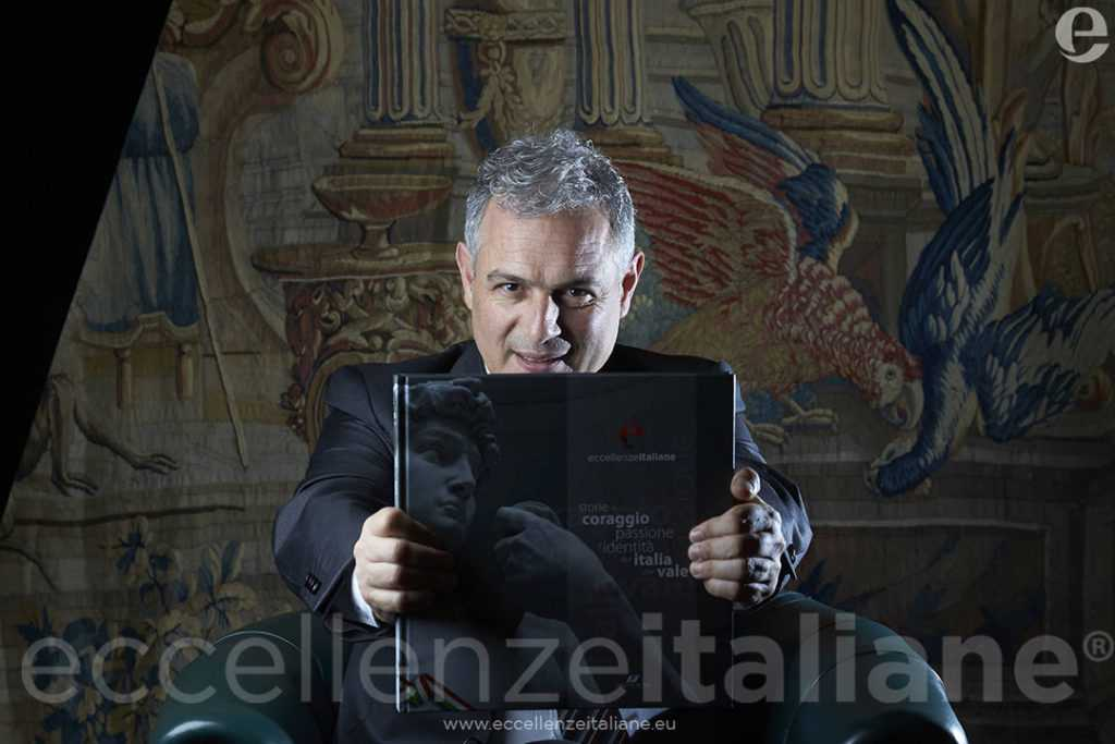 Piero Muscari con il volume di Eccellenze Italiane (ed. 2016)