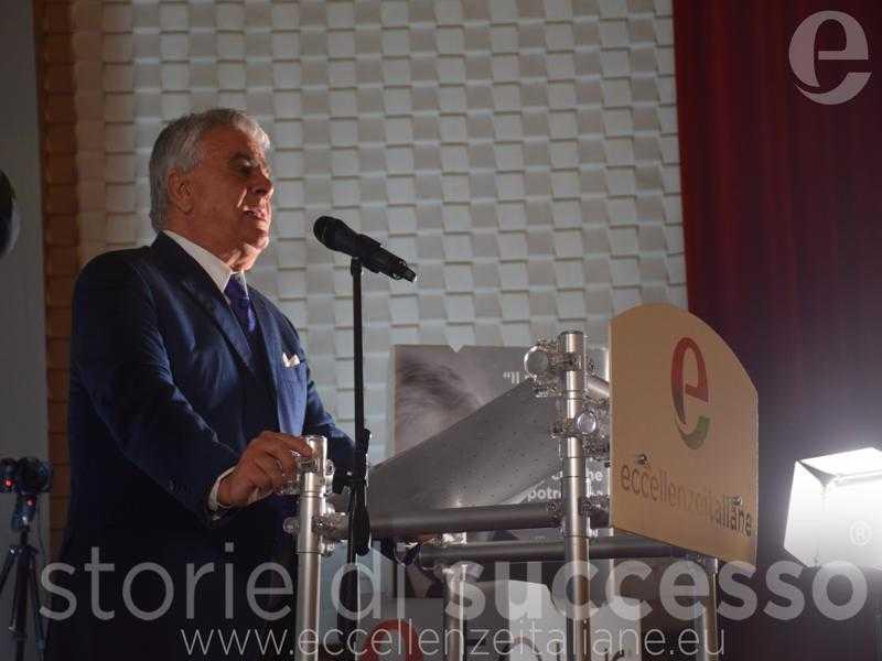 Sebastiano Buglisi sul palco Etour Barcellona Pozzo Di Gotto