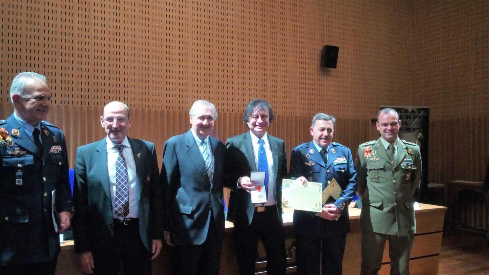 Amedeo Maffei, sul palco riceve premio Medaglia d'oro dell'Esercito Spagnolo