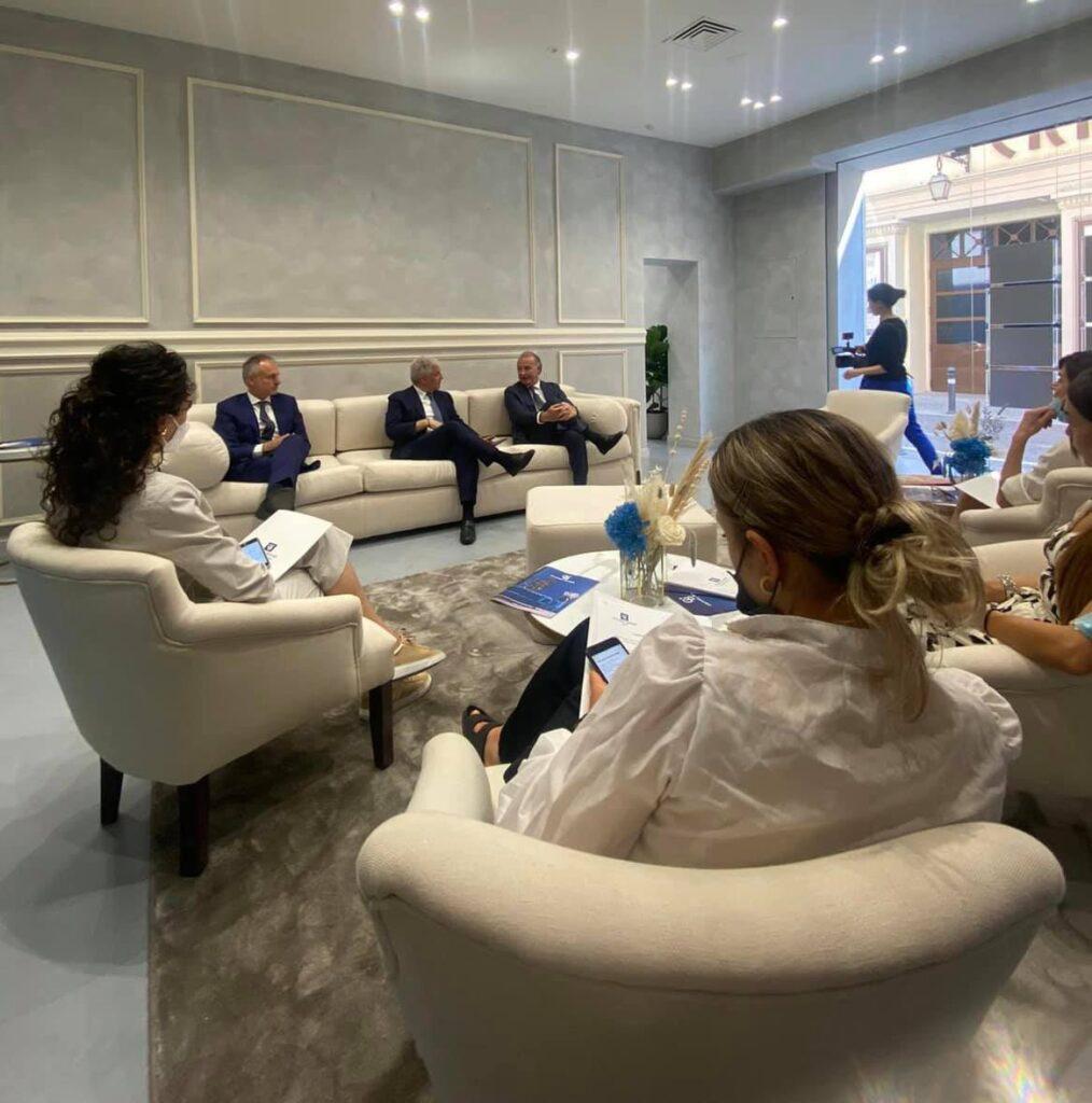 Piero Muscari ed eccellenzeitaliane.tv a Rimini per l'inaugurazione della nuova agenzia di Coldwell Banker firmata Bertone Design di Aldo Cingolani.
