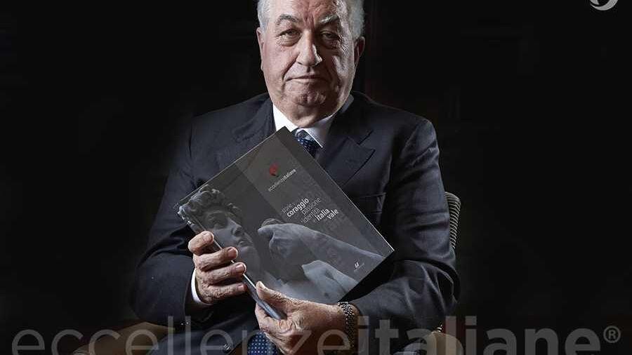 Antonio Cerciello con il volume di Eccellenze Italiane (ed. 2016)