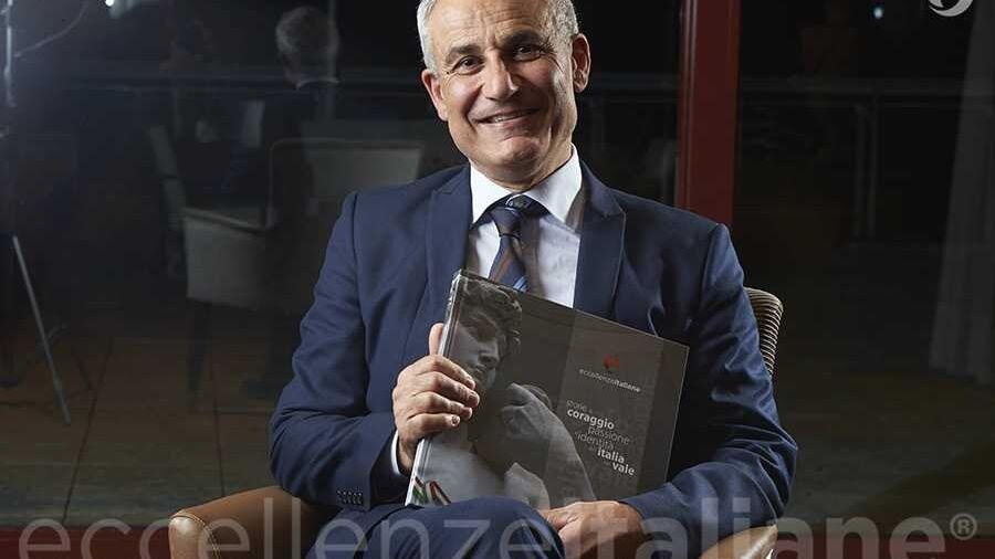 Carmelo Basile con il volume di Eccellenze Italiane (ed.2016)