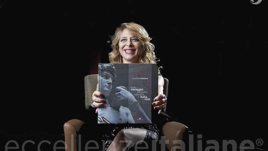Emanuela Rossi con il volume di Eccellenze Italiane (ed. 2017)