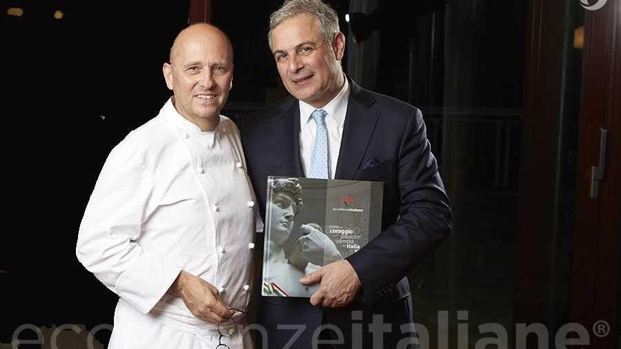 Heinz Beck e Piero Muscari con il volume di Eccellenze Italiane