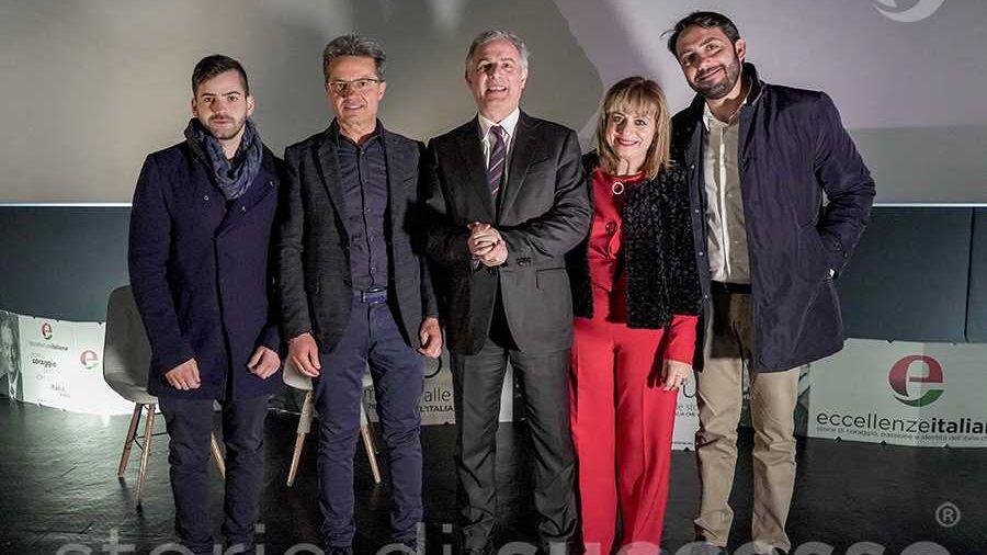 da sinistra: Rosario Amato di Cantine Amato, Franco Lembo, Piero Muscari, Rosalba Mollica e Antonino Ziino Colanino di Riviera del Sole a etour Piraino.