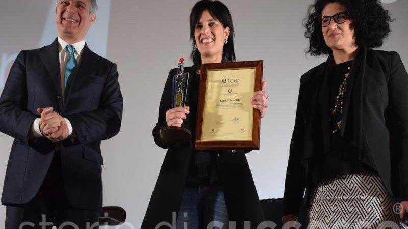 La premiazione di M. Antonietta Calabrò con Muscari e Trovato