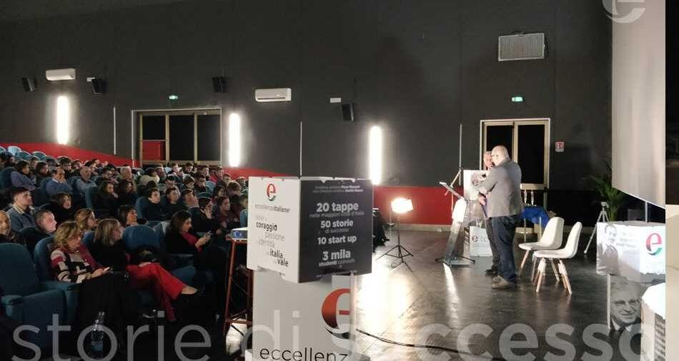 I saluti del Sindaco Maurizio Ruggeri sul palco di etour Piraino con Piero Muscari