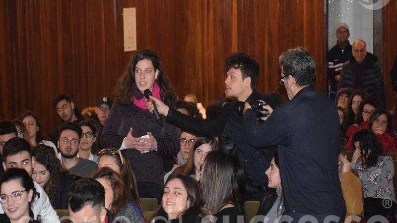 Domande degli studenti alle storie di successo di etour Barcellona Pozzo di Gotto