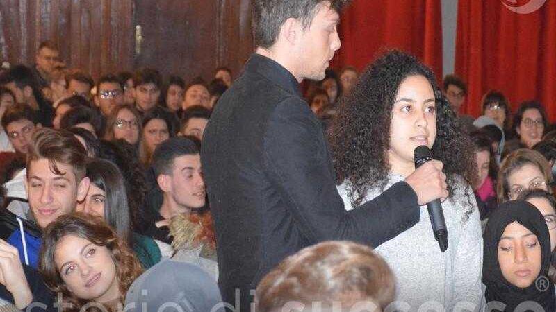 Studentessa pone domande alle storie di successo- Etour Barcellona Pozzo Di Gotto