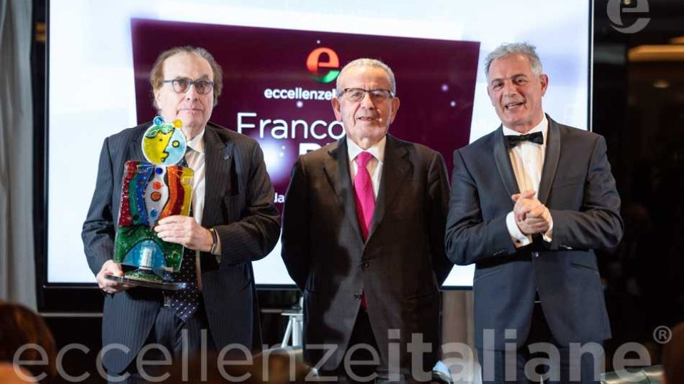 Foto di rito: da sinistra Franco Ricci con Premio, Patrizio Podini, Piero Muscari